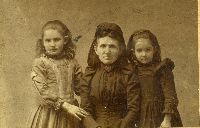 Annie Coleman Peyton and her daughters